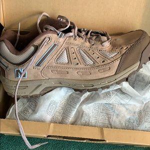 EUC 645 New Balance Hiking/walking shoes